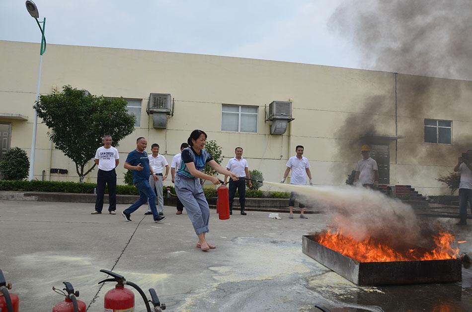 春丝公司举办消防比赛活动